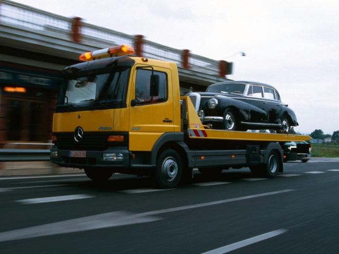 Эвакуатор на шоссе